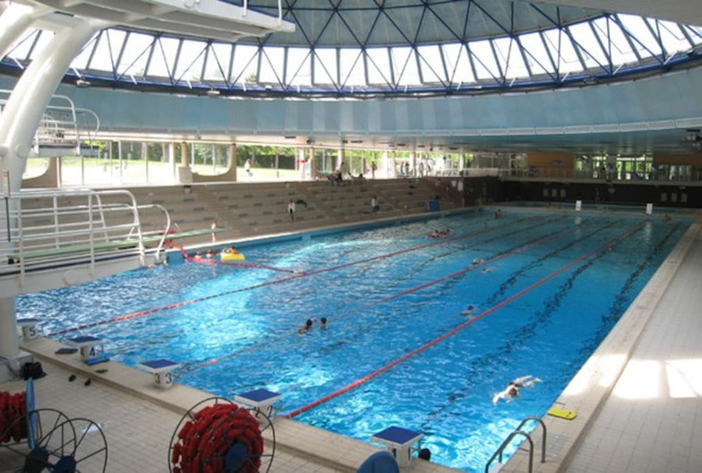 The Olympic pool (10mn walk from the apartment)
