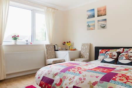 Double bedroom in Sutton, London - Sutton - อพาร์ทเมนท์