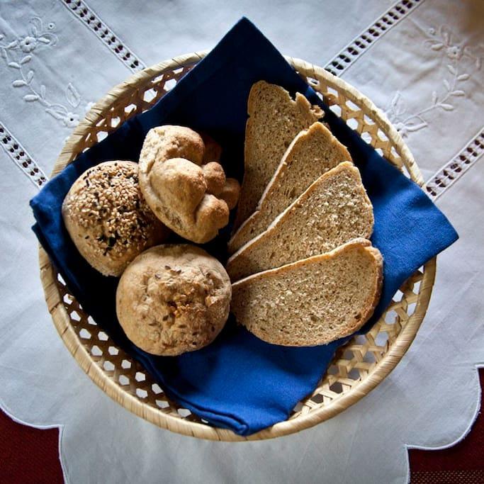 Prueba panes, bollos y dulces de nuestra panaderia natural.