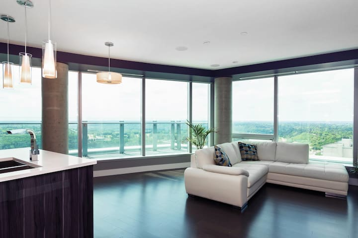 ★ ★ ★ ★ ★  5-Star Condo with AMAZING View!