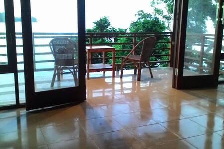 Pele's No2 Beachfront Bungalow - Iboih, Sabang