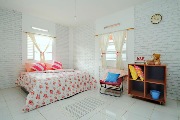 BlueRoom : Bright & Spacious Room for 2 - บันดุง - บ้าน