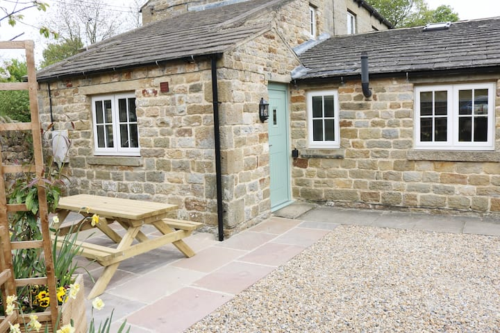Cherry Cottage, Grantley, Yorkshire. Sleeps 4/6