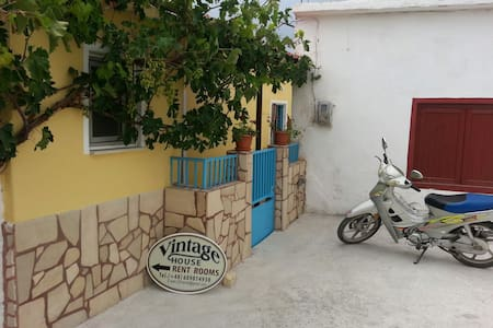 VINTAGE HOUSE-VORI-RENT-ROOMS II - Vori