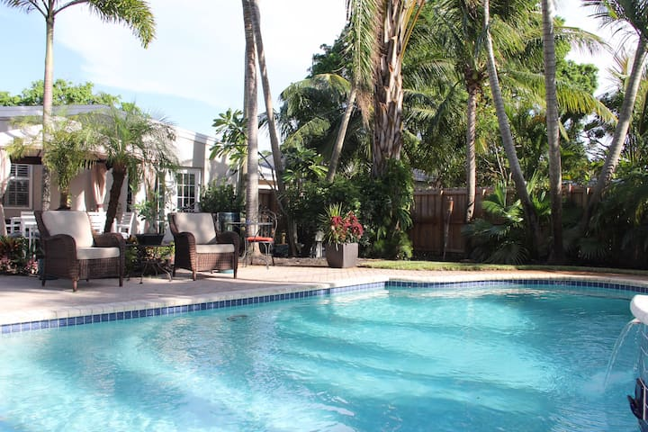Beautiful SF home, 3/2, pool w/very private yard