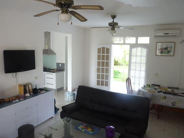 Chambre dans villa tout confort - Capesterre-de-Marie-Galante