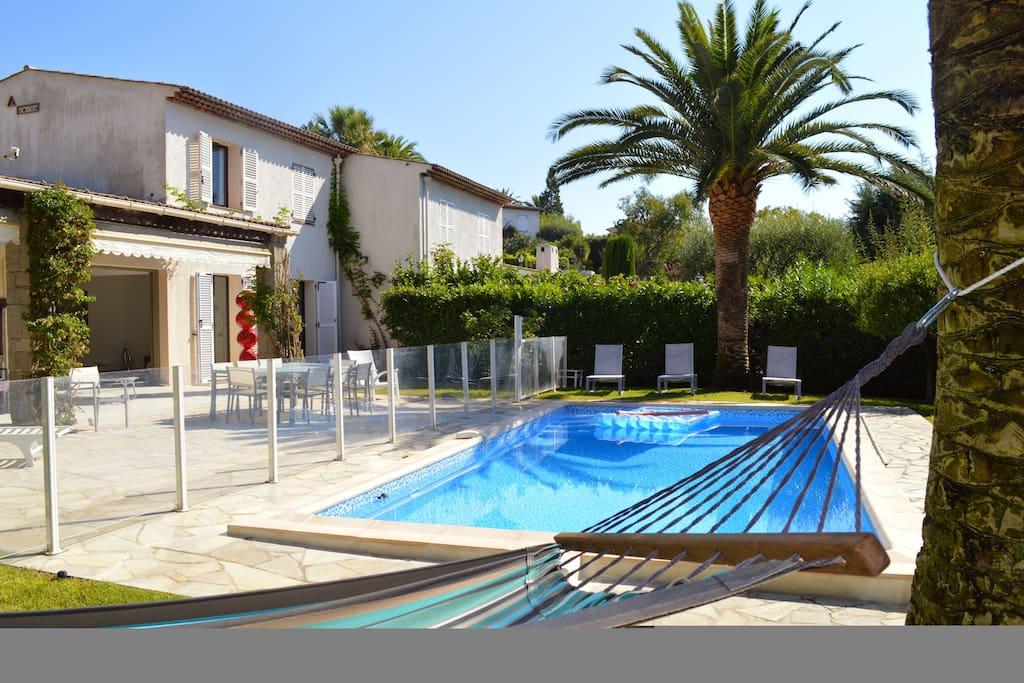 Villa de luxe avec piscine sur la cote d 39 azur villas for - Location cote d azur avec piscine ...