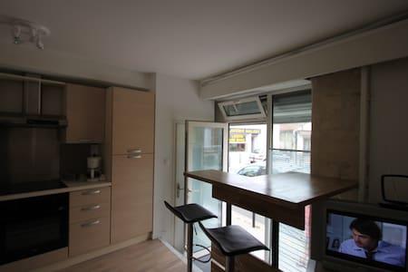 Chambre avec 2 lits et sdb - บอร์กโดซ์