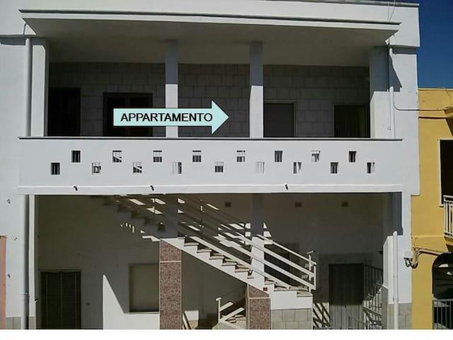 Comodo appartamento vicino al mare - Torre Lapillo - Byt