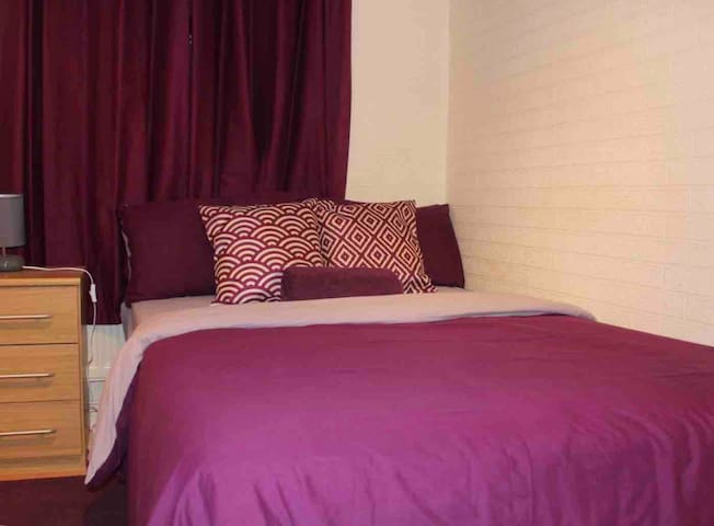Cosy Private room 2 - Lordswood, Chatham