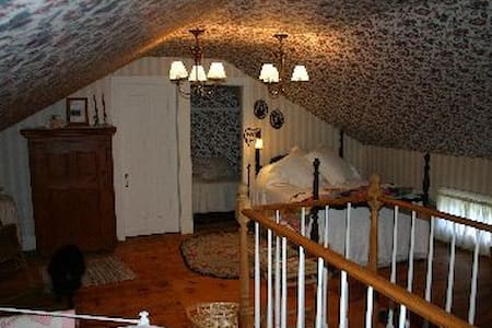 Upstairs Suite at La Basse Cour - South Kortright - Bed & Breakfast