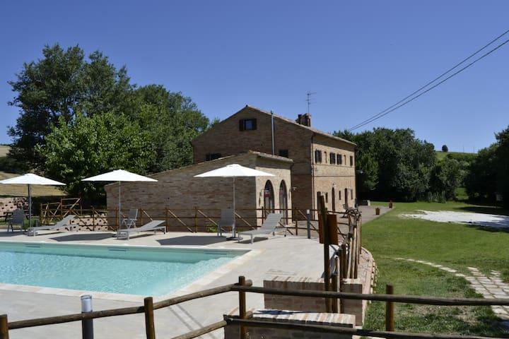 casale ottocentesco Forestale Luti - Treia - บ้าน