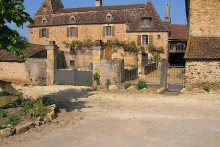 nice family room on the farm - Belvès - 一軒家