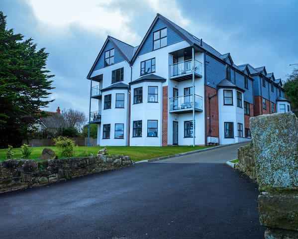 Newly Built 2 Bed Apartment with Sea Views