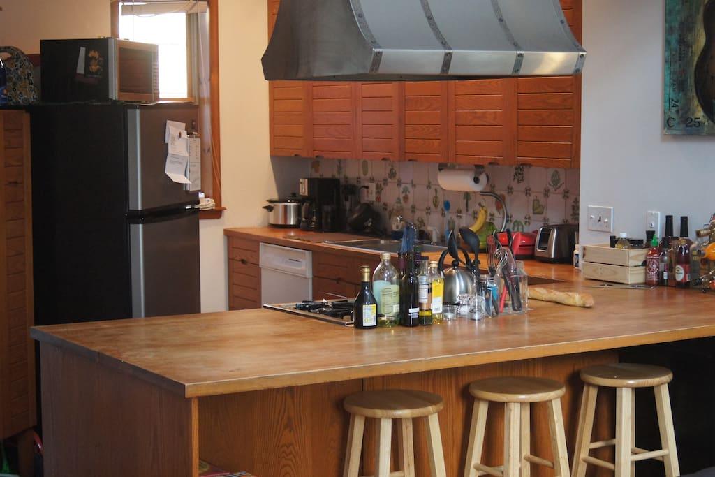 Kitchen: plenty of room