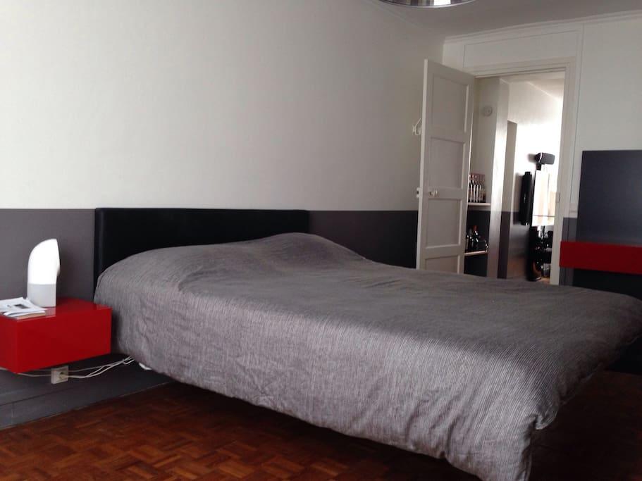 Chambre avec lit 160 cm suspendu
