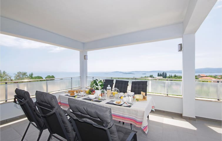 Beautiful home in Orebic with WiFi and 3 Bedrooms
