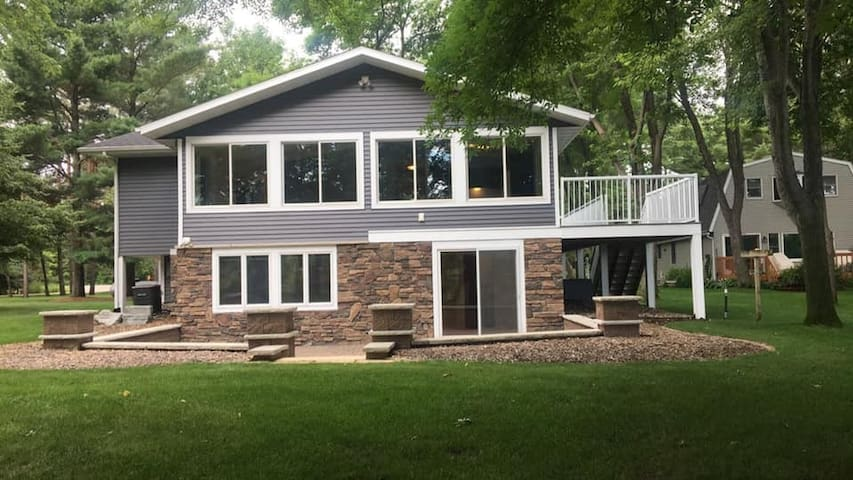 3 Bedroom Home with a panoramic river view.