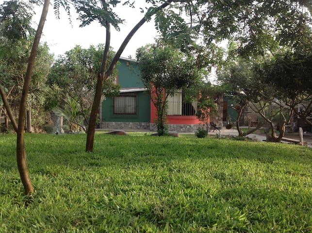 Habitación dentro de casa de campo - Lima