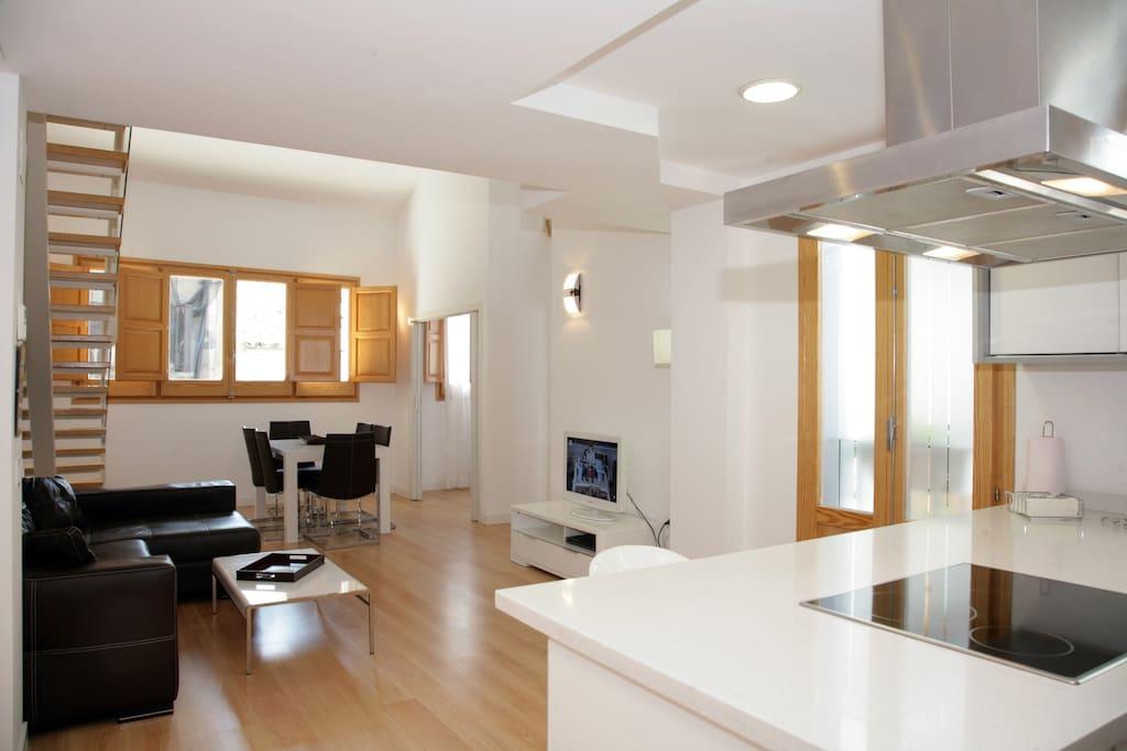 Modern and bright duplex 3 bedrooms center wi fi - Edificio palomar valencia ...