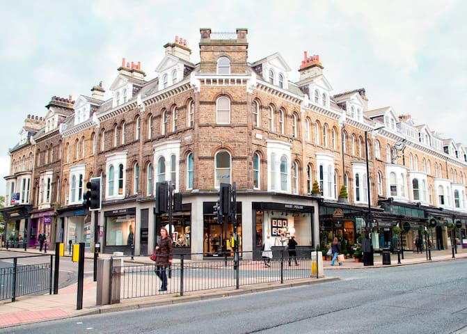 Luxury Central Harrogate apartment with parking