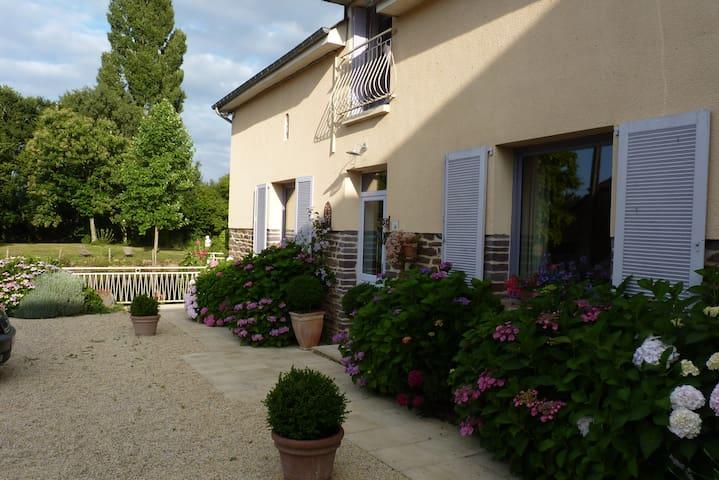 Chambres dans maison 5mn ParcExpo/Aéroport Rennes - Noyal chatillon - Casa