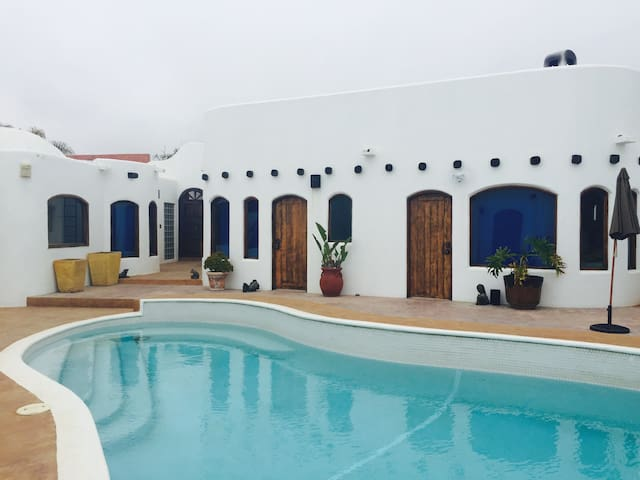 Casa Mil Flores-Beach House-private pool, Jacuzzi