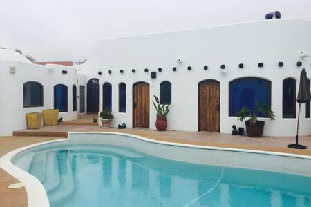 CASA MIL FLORES... BEACH HOUSE - Primo Tapia