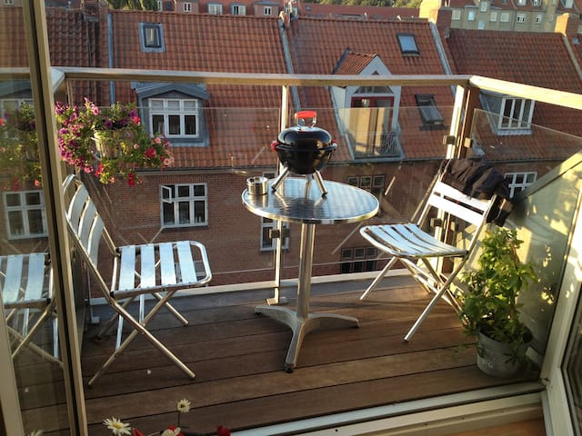 Central, cosy, two roof terraces :) - Aarhus - Leilighet