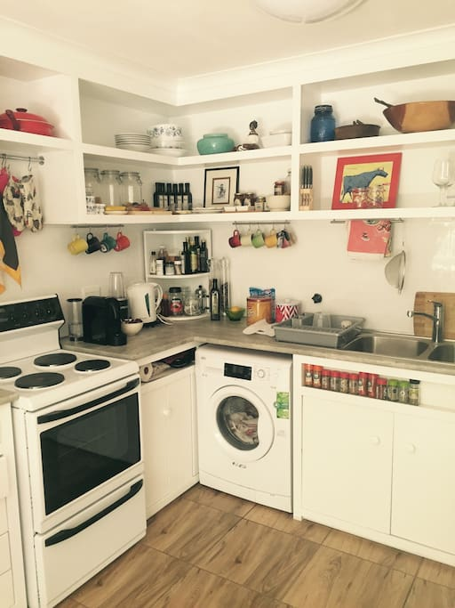 The fully equipped kitchen with microwave, stove, oven, kettle, Nespresso machine, kettle, toaster and fridge allow you to cook at home.