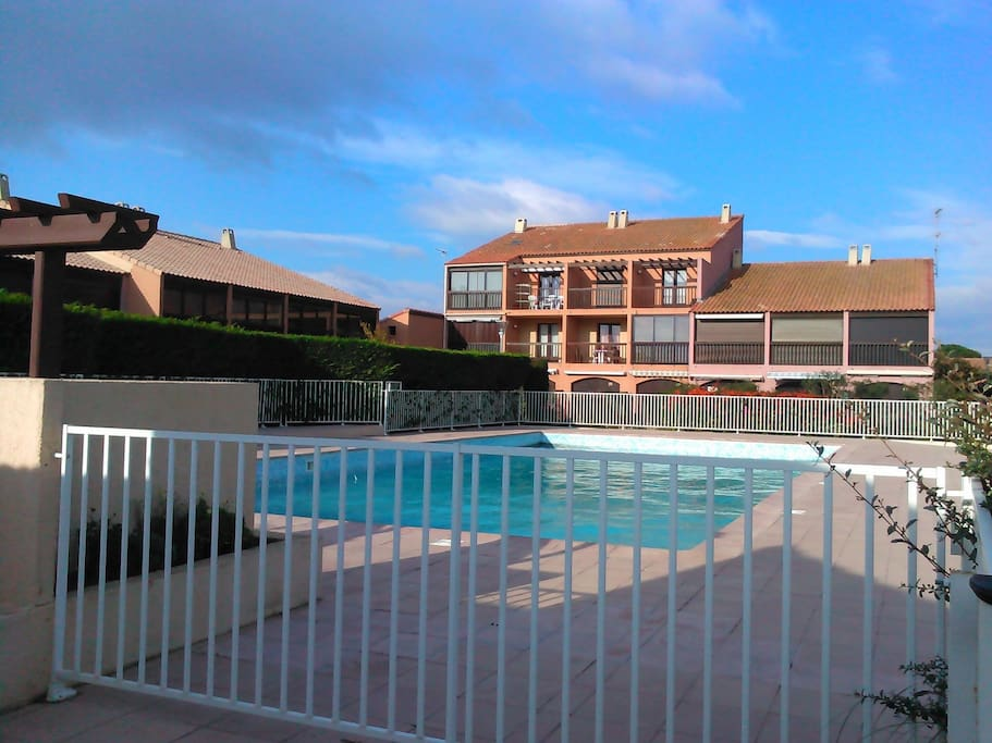 Gruissan studio cabine piscine parking priv appartements louer gruissan languedoc - Piscine grissan ...