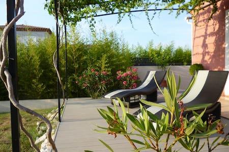 chambre/villa au calme avec piscine - Fons