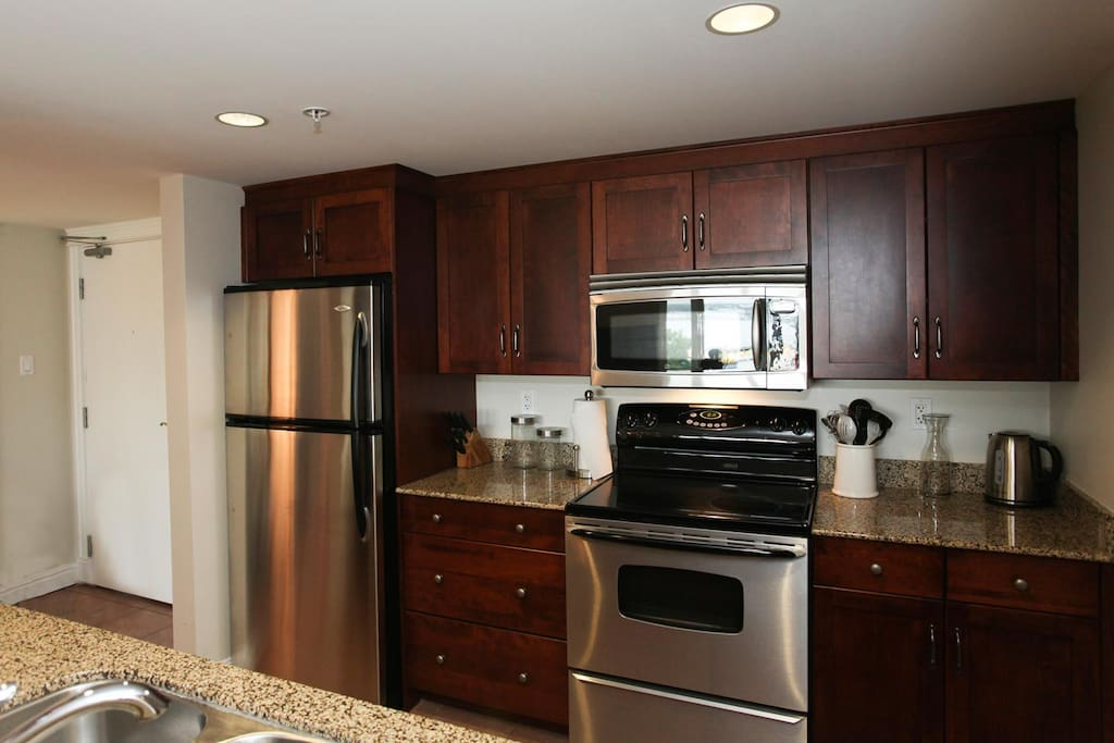 Enjoy cooking in this fully equipped modern kitchen