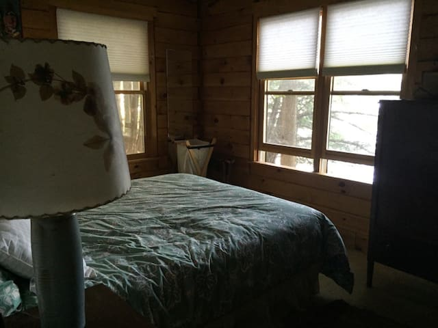 Queen bed in Cabin