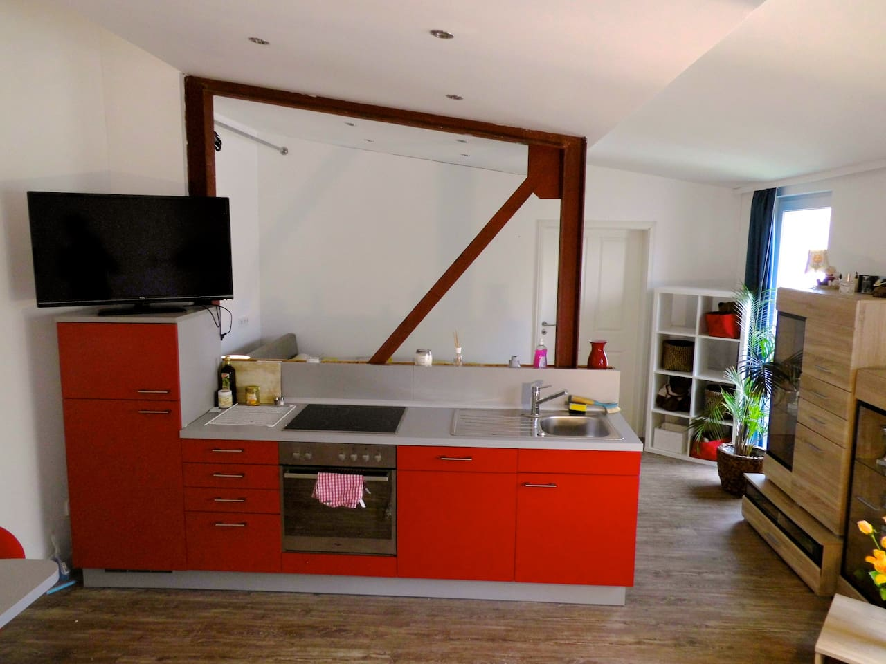 Brand new apartment in the city center of Hannover. Feel free to use the kitchen, several grocery stores are just minutes away