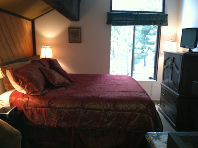 WALK TO VILLAGE & GONDOLA  SLEEPS 4 - Mammoth Lakes - Condominio