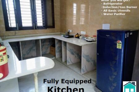 Luxury Pvt Room at Neelam Ajronda Metro Faridabad.