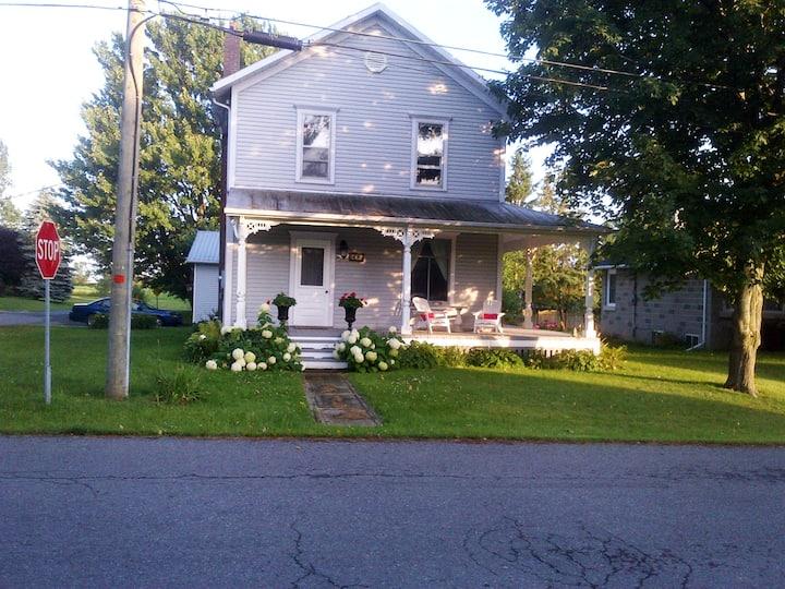 Cornflower Cottage/Haliburton Room