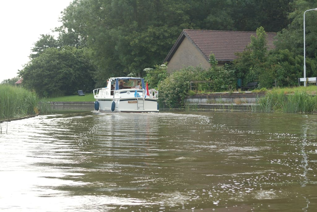 Af en toe een bootje (op zondag een stuk of 10 per dag)