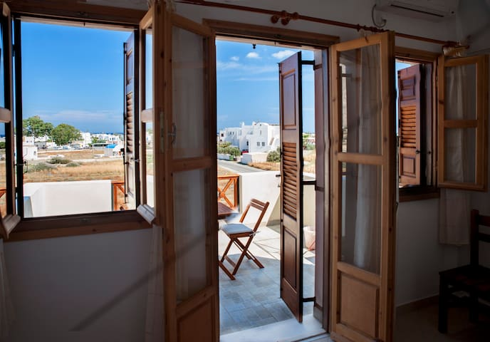 Almyra • Double room with nice view - Perissa - Daire