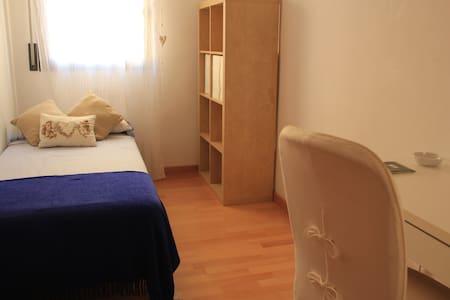COZY APARTMENT NEAR BARCELONA! - Cerdanyola del Vallès - Lägenhet