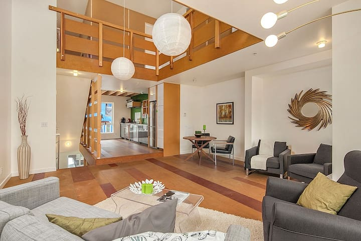 Super TALL, 5-level funky loft, 6 beds