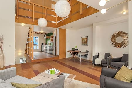 SUPER TALL, 5-level funky loft, 7 beds - Seattle - Loft