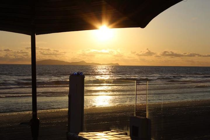 Rosarito Beach Front! On the Sand! Sleeps 25+ - Rosarito - House