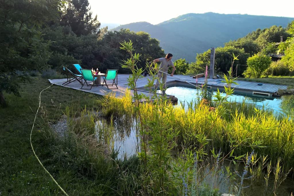 G te en pierres et sa piscine naturelle houses for rent for Piscine xveme