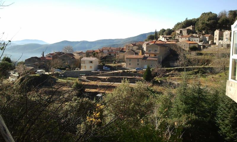 Confort actuel dans un charmant hameau Cévenol