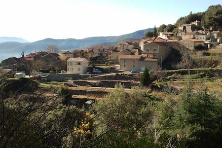 Maison récente dans hameau ancien - Valleraugue