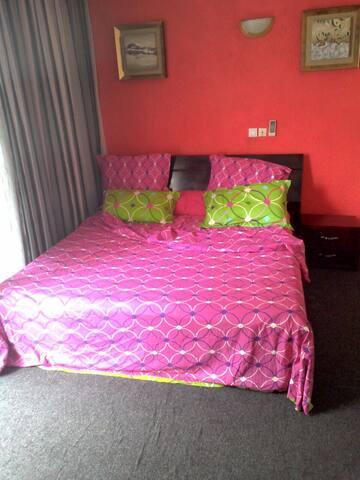 Studio meublé et équipé aux 2 plateaux 8e tranche - Abidjan