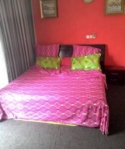 Studio meublé et équipé aux 2 plateaux 8e tranche - Abidjan - Apartment