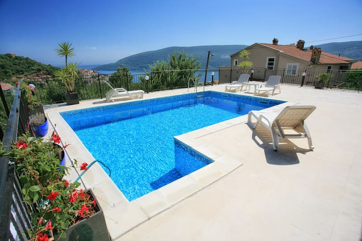 villa22 sea view room with pool and big terace - Herceg Novi - Casa de campo